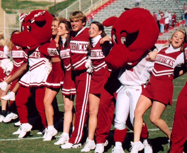 7291Cheer Leaders at Reynolds Razorback StadiummascotsBig RedSooiee