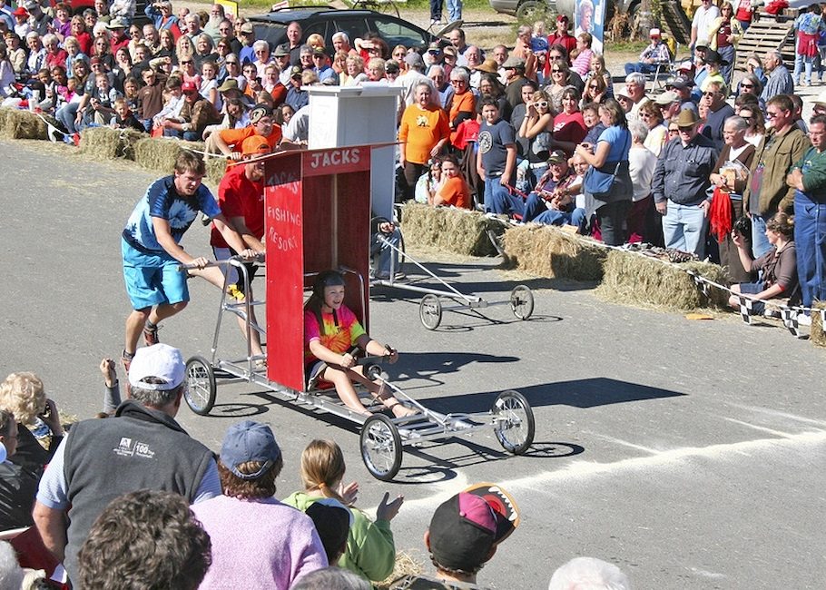 beanfest-mvchamber-outhouse-races