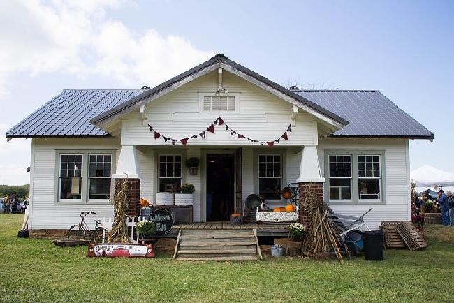 The Junk Ranch farmhouse Prairie Grove