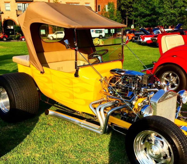 Fun yellow hot rod at Friday Night Kruzn'