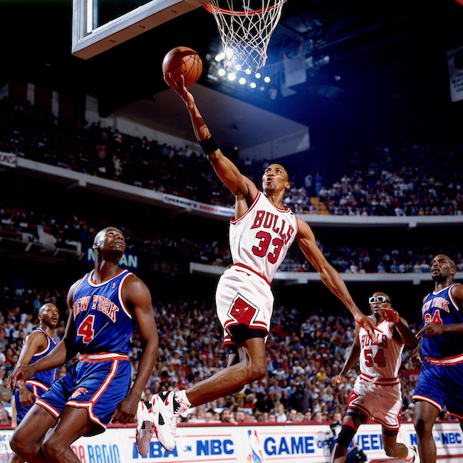 CHICAGO - APRIL 24: Scottie Pippen #33 of the Chicago Bulls shoots a layup against Anthony Bonner #4 of the New York Knicks at United Center on April 24, 1994 in Chicago, Illinois. NOTE TO USER: User expressly acknowledges that, by downloading and or using this photograph, User is consenting to the terms and conditions of the Getty Images License agreement. Mandatory Copyright Notice: Copyright 1994 NBAE (Photo by Nathaniel S. Butler/NBAE via Getty Images)