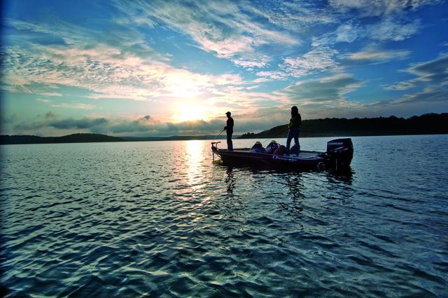 ranger-boats-couple-fishing-lake-small-size