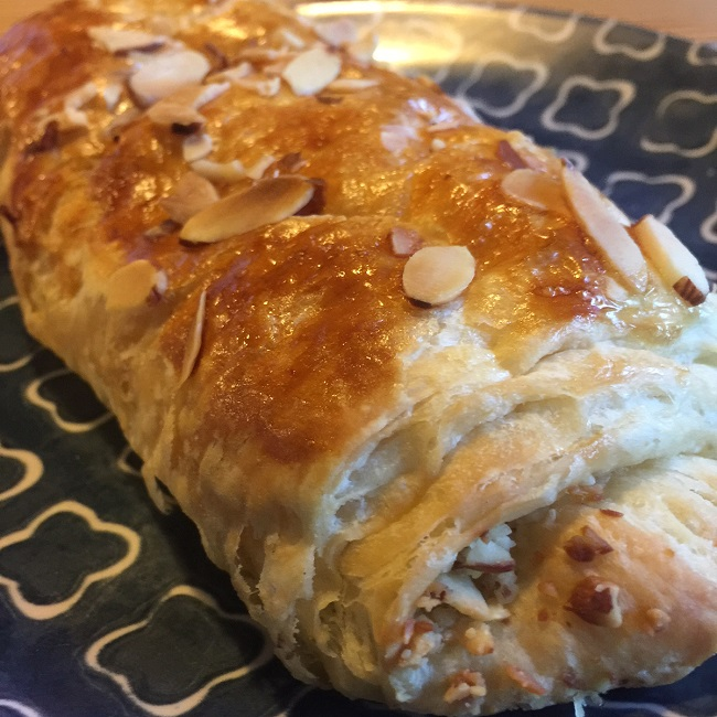 little-break-co-almond-croissant-650px