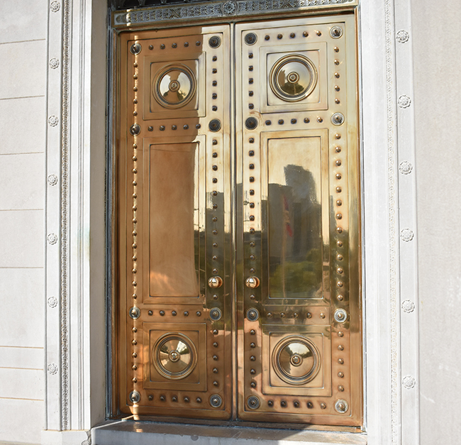 These gargantuan doors are four-inches thick and provide a look and feel that are complementary to a building that serves as the seat of the Arkansas state ... & Bronze Doors at the Arkansas State Capitol - Only In Arkansas Pezcame.Com