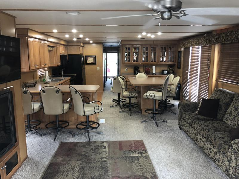 houseboat rental in Arkansas